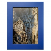"Fotografie ""Baum Skulptur"" in blauem Holzrahmen"